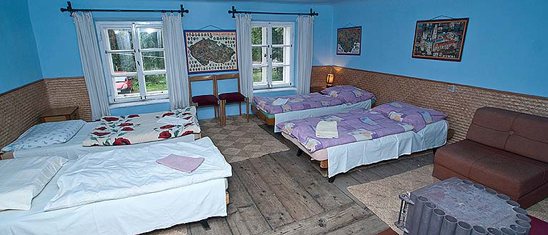 Hostel Havana Český Krumlov offers accommodation in a azure room  no. 21